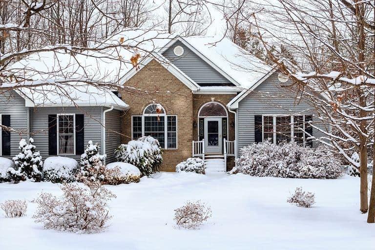 Sprzedaż domu w zimie – co musisz wiedzieć