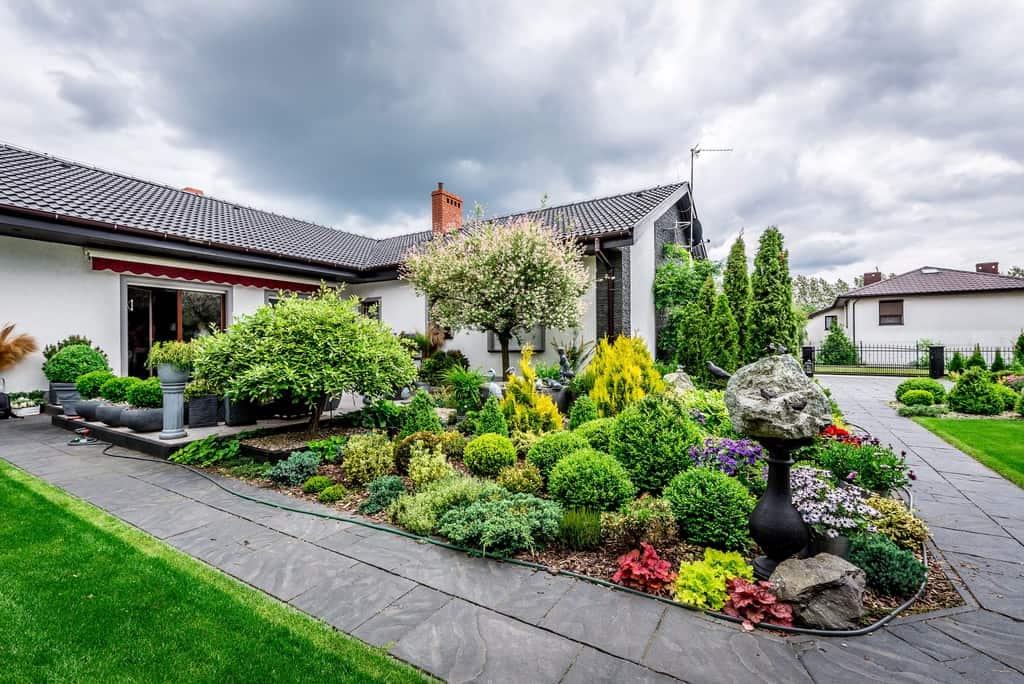 Dom na sprzedaż wiosną – czy pora roku ma znaczenie